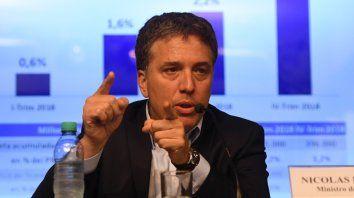 Ministro. Dujovne no define nada, igual que Sturzenegger. El que lo hace es Macri.