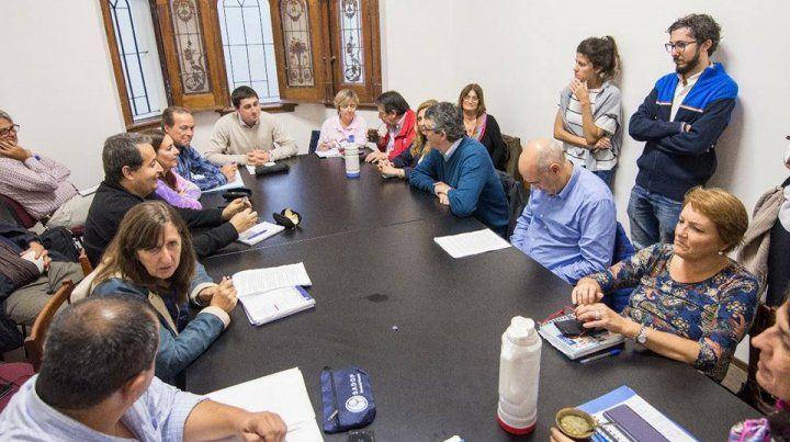 Los gremios docentes quieren discutir el proyecto de ley de educación en las escuelas