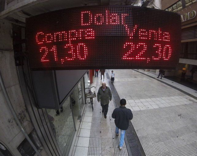 Ritmo. El dólar se movió a la baja durante la rueda de ayer.