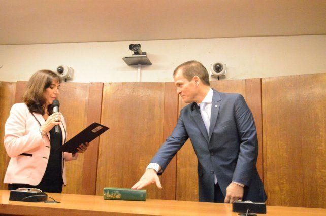 Cuello Murúa juró en la sala de audiencias del nuevo Juzgado. Las instituciones funcionan