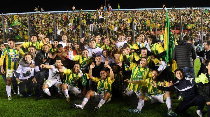 El plantel marplatense celebra la obtención de su primer título oficial nacional.