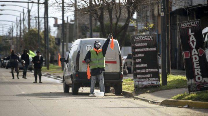 Instalarán medidores de agua a más de treinta lavaderos de autos de Pellegrini