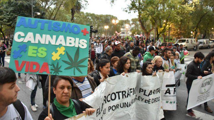 Protesta. El recorrido fue de plaza San Martín hasta el Monumento.