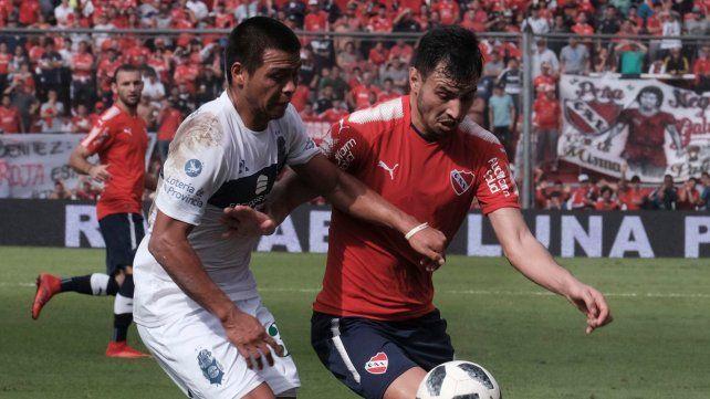 Independiente aguantaba con diez y se lo empataron en el final