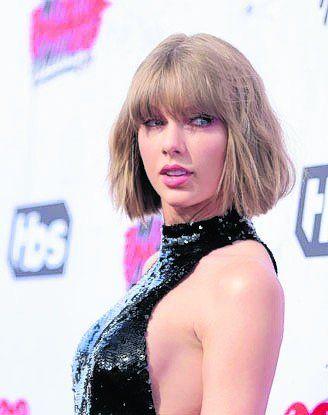 Taylor Swift visitó a una pequeña fan que está internada