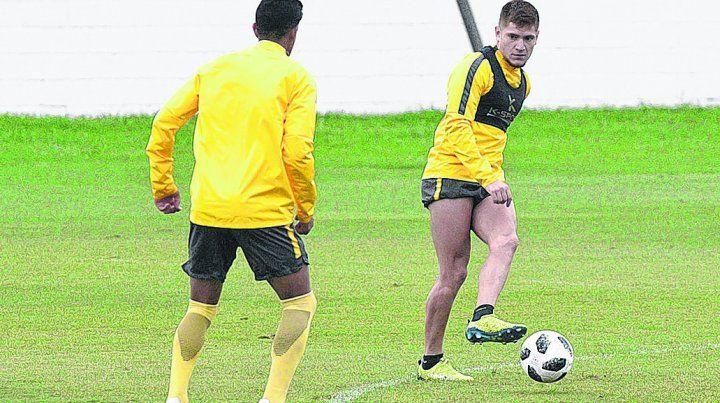 En movimiento. Leonardo Gil es uno de los futbolistas que tiene grandes chances de ser titular el miércoles en San Pablo.