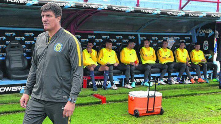 Cambio de imagen. El Flaco José Chamot buscará que su equipo reaccione tras la goleada en Sarandí. Camacho