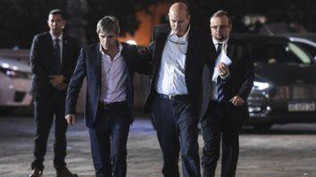 frente común. El ministro Caputo y el titular del BCRA, Sturzenegger, a la salida de la reunión con Macri.