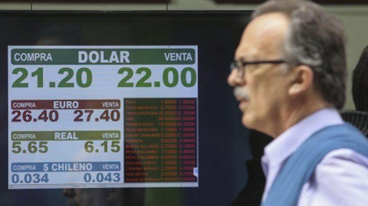 volátil. La cotización del dólar ayer tuvo oscilaciones y cerró a $22