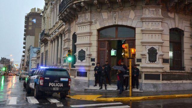 Imagen del allanamiento que se realizó en la Municipalidad de Paraná.