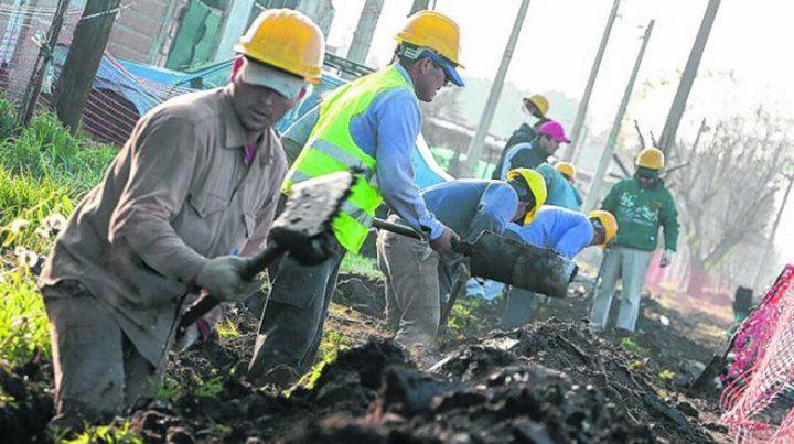 Mano de obra. La provincia financia el 80% de la obra pública local.