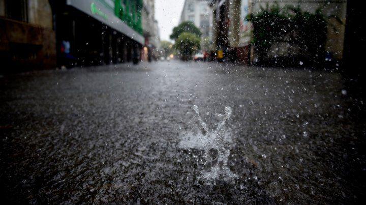 Podrían producirse abundantes precipitaciones y eventual granizo y ráfagas.