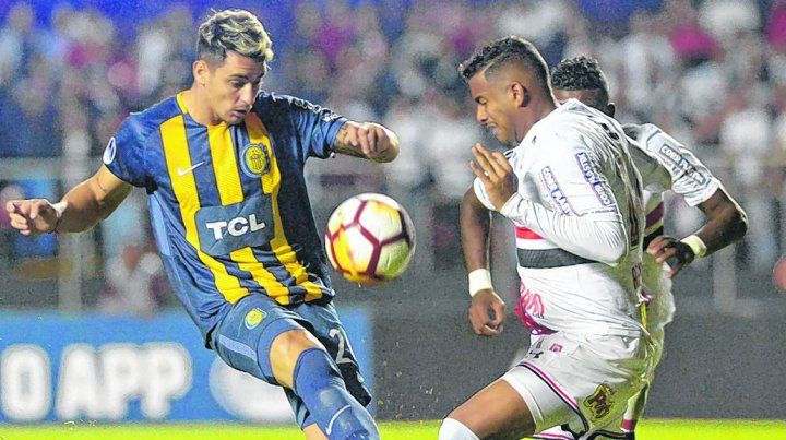 La última bola. Zampedri tuvo el gol del empate a los 49 y Reinaldo no lo dejó definir. Hubiera sido la clasificación a segunda fase.