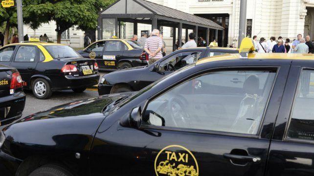La parada de taxis sobre la Terminal de Omnibus Mariano Moreno