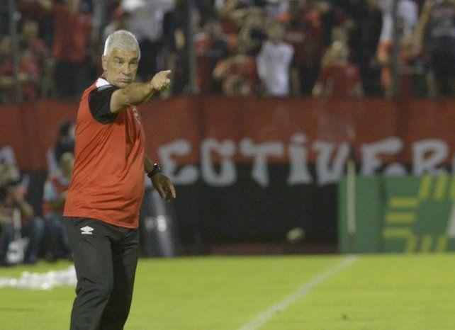 De Felippe metió un cambio de último momento para jugar con Paranaense