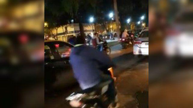 Imagen de video. La toma que disparó el tema se registró el viernes pasado por parte de un grupo de amigos que se junta a cenar en Oroño al 300.