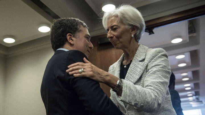 El abrazo. El ministro Dujovne se reunió ayer con la titular del FMI
