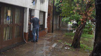 El lugar. La casa de Rueda al 5300 donde vivía y halló la muerte el miércoles Fernando Alexis Pereyra.
