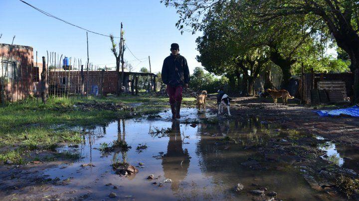 El barrio El Ombú fue el afectado en Arroyo Seco. Señalaron que el agua ingresó por los caminos.
