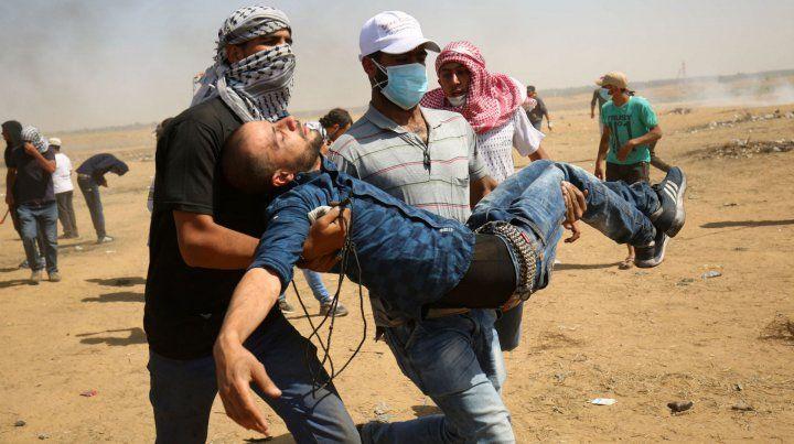 Bajas. Los palestinos heridos en la frontera desbordaron los hospitales.