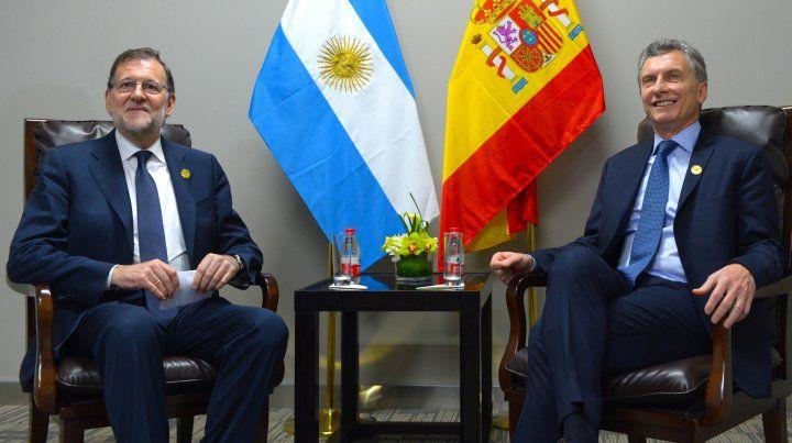 Macri busca apoyo: habló con Rajoy y el lunes lo hará con Trump