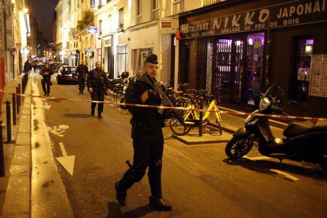 Al menos un muerto y cuatro heridos en un ataque con cuchillo en París