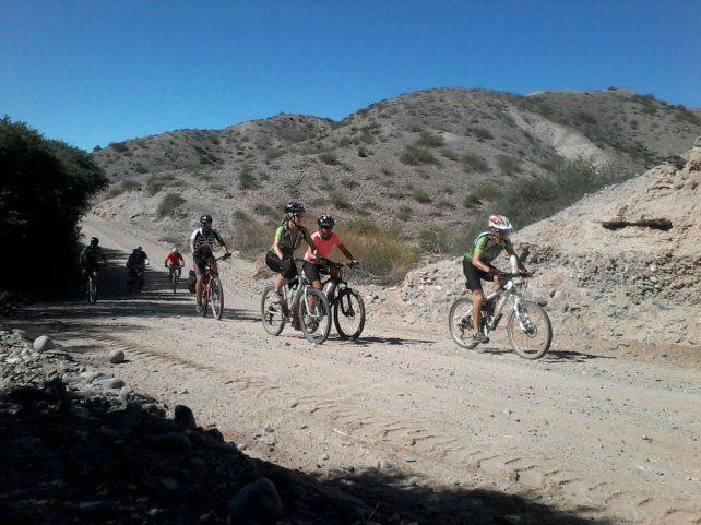 A pedalear. Transitar caminos rurales apenas conocidos y admirar los paisaje de ensueño de los Valles Calchaquíes