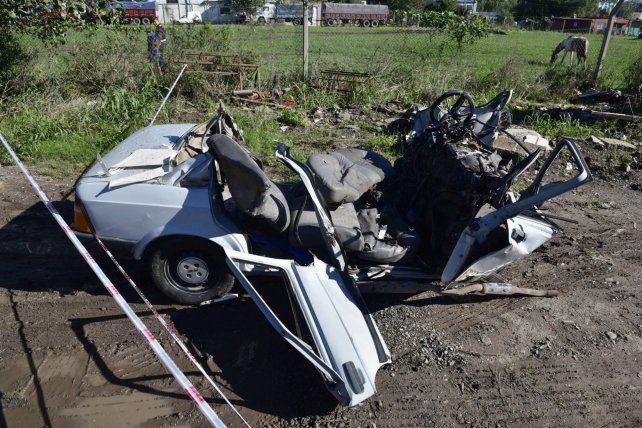Irreconocible. El Fiat en el que viajaban los chicos quedó totalmente destruido.