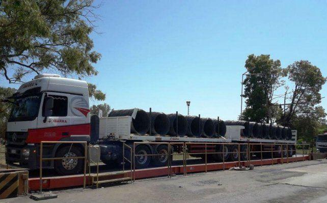 Camión. Junto con Transportes Ibarra