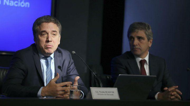 Medidas. Los ministros Dujovne y Caputo explicaron el camino elegido por el gobierno.