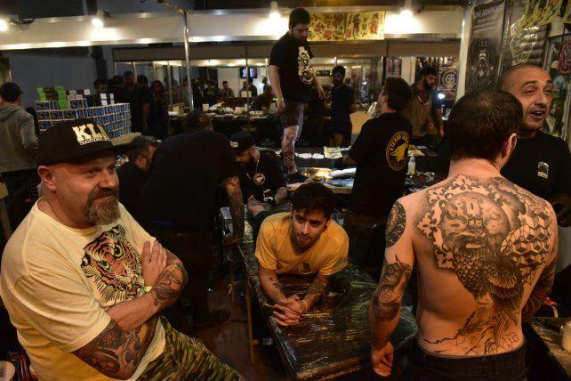 Tatuadores y tatuados disfrutaron ayer de la primera jornada de la convención