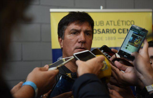 Hombre de fe. El Flaco Chamot cree que el equipo fue de menor a mayor y que en Brasil mostró algunas cosas positivas. El DT aún no pudo ganar en su interinato.