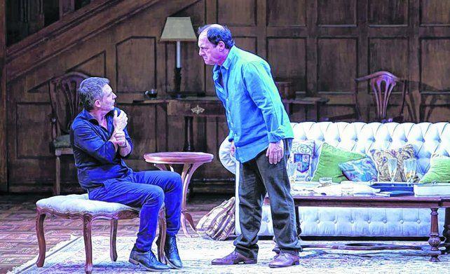 imanes. Adrián Suar y Julio Chávez con toda la química sobre el escenario en una obra que mezcla pasado y familia.