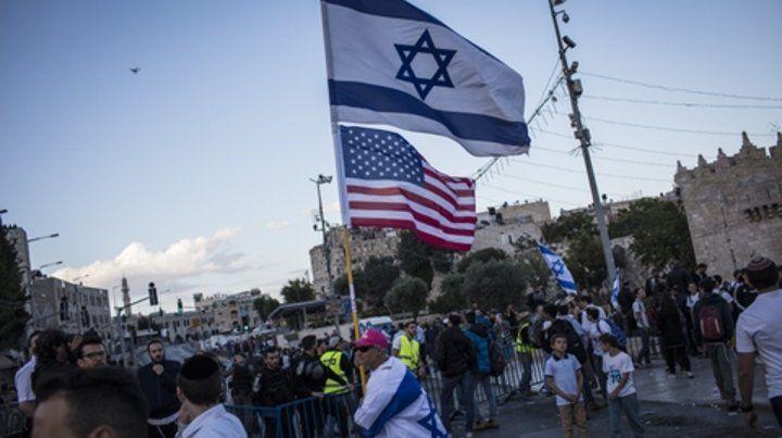 marcha. Sectores nacionalistas israelíes celebraban ayer por anticipado en el centro de Jerusalén.