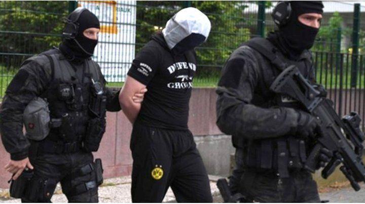 arrestos. La policía francesa hizo varios arrestos en Estrasburgo