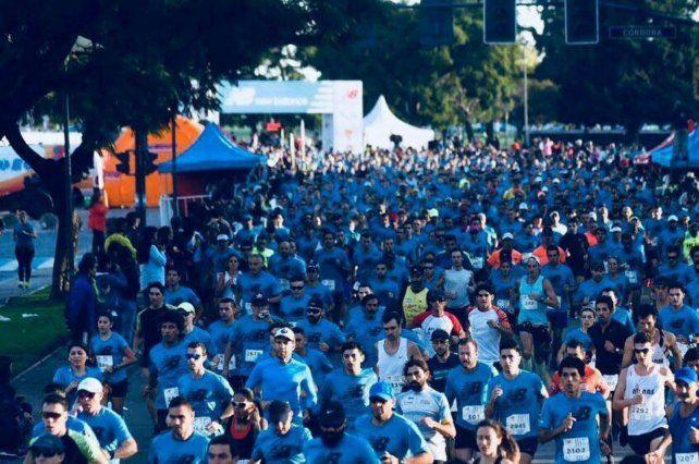 Los 15 kilómetros New Balance se corrieron ayer por las calles de Rosario.