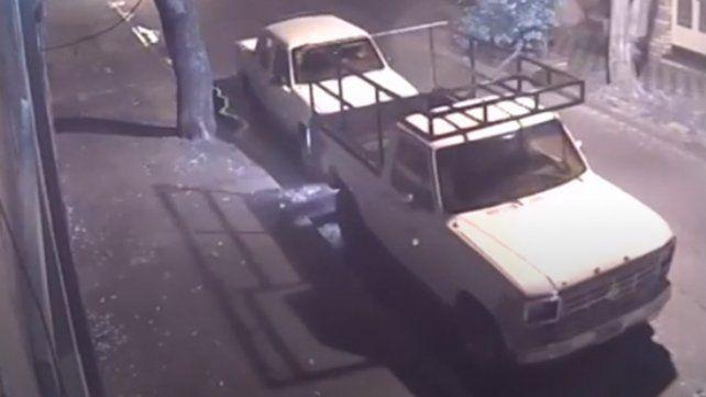 Un video muestra cómo operan los ladrones de autos en Rosario