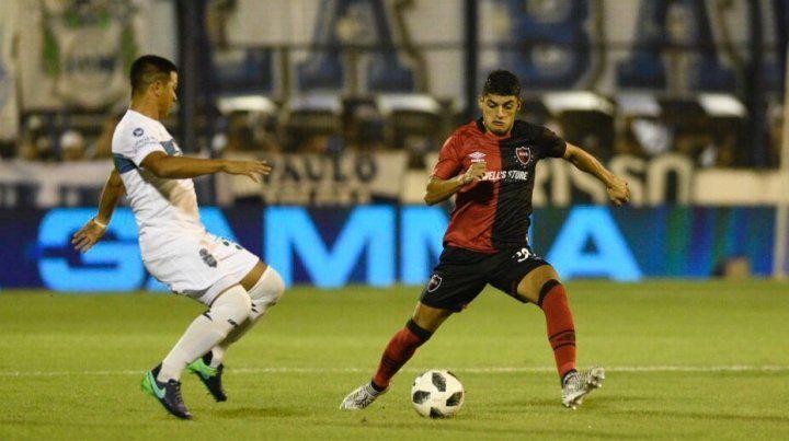 Rivero intercepta el ataque de Gimnasia.