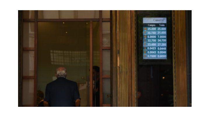 El dólar abrió a un promedio de 25,53 pesos en un día muy especial