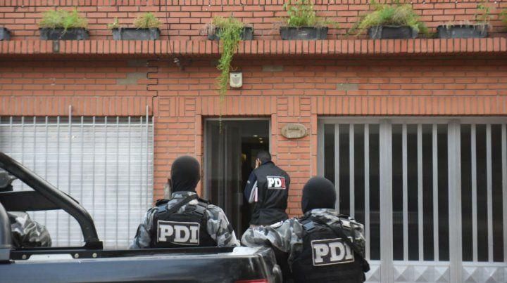 La policía de Investigaciones en uno de los allanamientos realizados esta mañana.
