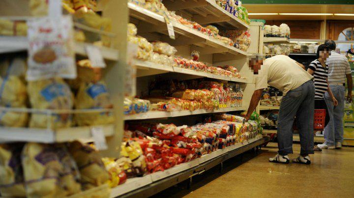 Los supermercadistas esperan que la corrida del dólar afectará a los precios en góndola