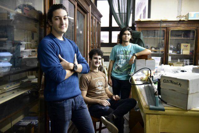 Los tres rosarinos que viajarán a la Olimpiada Internacional de Física en Lisboa.