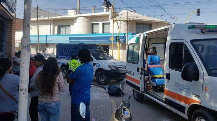 Una beba murió en brazos de su madre en la puerta de un local de Anses