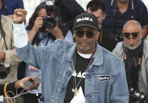 puño en alto. El director filmó la historia de un policía negro en los años 70.
