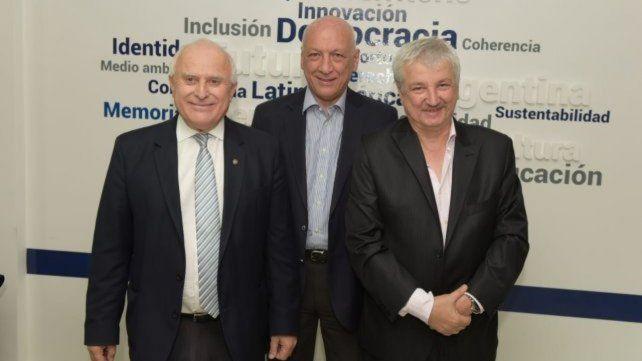Lifschitz y Bonfatti junto al director del Cemupro