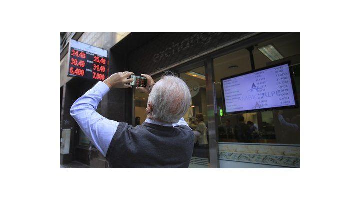 para la foto. El dólar retrocedió por primera vez desde que arrancó la corrida en el mercado cambiario.