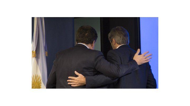 Ambos ministros anunciaron la colocación de bonos en su momento.