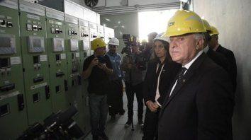 Alta tensión. Lifschitz junto a la intendenta Fein en la estación transformadora Catamarca, clave para el suministro de luz en Rosario.