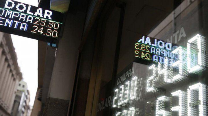 El dólar continúa con tendencia descendente y cotiza en 24,50