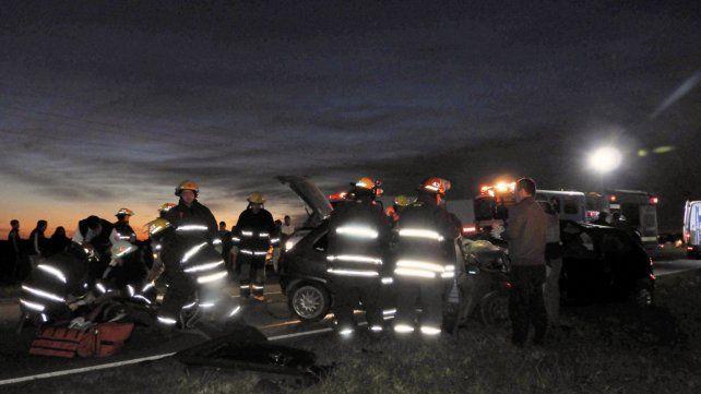 Cuatro muertos y un joven gravemente herido tras un choque frontal entre dos autos ocurrido el domingo entre Carlos Pellegrini y El Trébol.